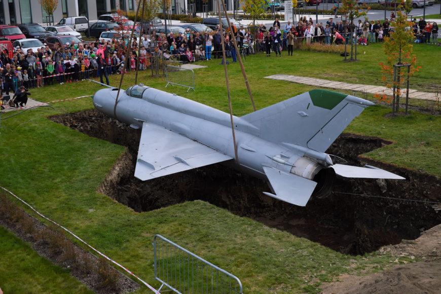 <h1>Happening Roger Hiorns: Pohřbení letadla</h1>