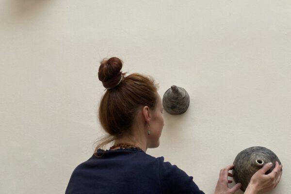 Habima Fuchs, Visící města (ze starověké civilizace), dokončeno 2015. Foto: Galerie Rudolfinum // Habima Fuchs, Hanging Cities (From an Ancient Civilization), completed in 2015. Photo: Galerie Rudolfinum